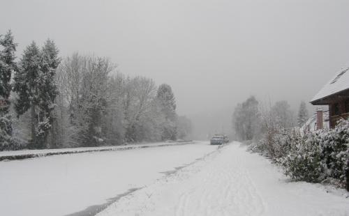 Il a neigé sur ... le canal  10012017 (1).JPG