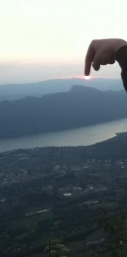 Voilà pourquoi le soleil se couche !! (photo modifiée).JPG